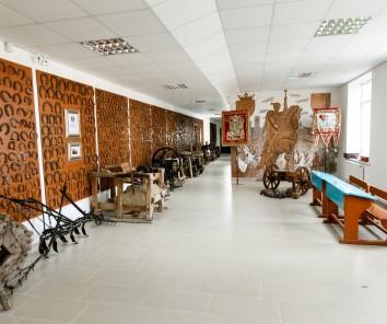 Companie Galeria colecțiilor Petru Costin a Consiliului raional Ialoveni