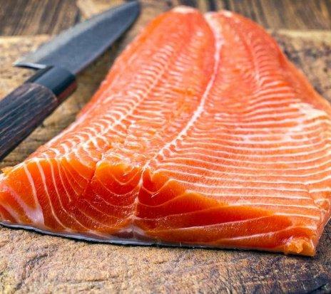 Предложение - Ofertă de muncă la fabrica de pește roșu