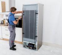 Dezmembrarea frigiderelor, selectarea metalelor.